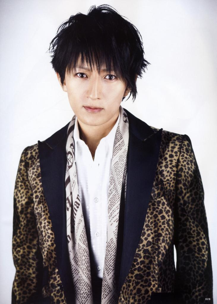 http://rockjapan.e-monsite.com/medias/album/whatsinfeb2012-21-larc-tetsuya.jpg